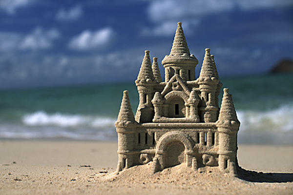 sand castle (image credit by http://www.thefeeherytheory.com/2011/06/10/sand-castles/)