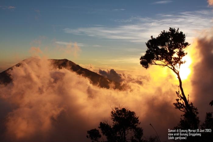 Sunset di atas Gunung Singgalang